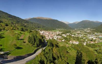 Vista panoramica dell'Alta Val del But con sulla sinistra l'agriturismo Naunal